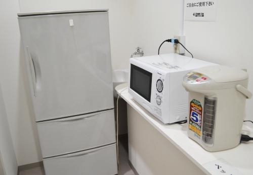 電気ポット・電子レンジ・冷蔵庫